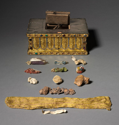 reliquary_bag_from_portable_altar_of_gertrude_of_braunschweig.preview.jpg